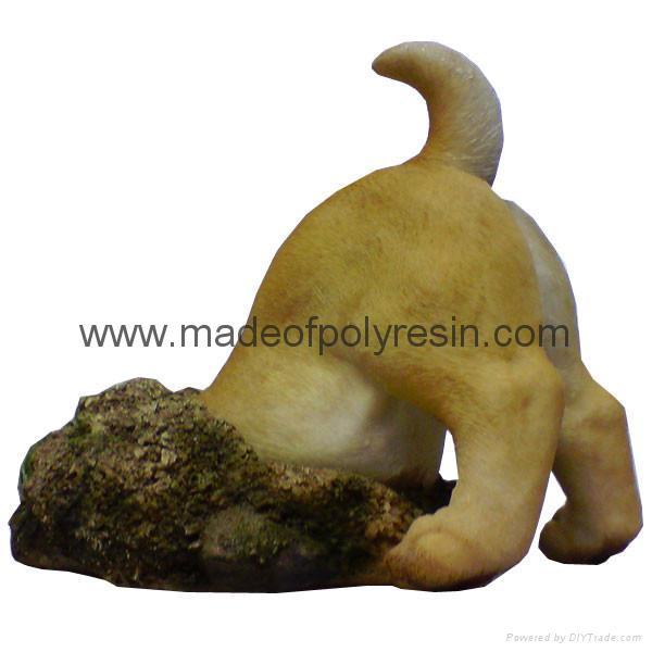 Polyresin Dog Down A Hole Ornament 1