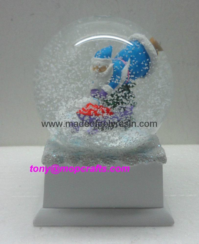 Polyresin Christmas snow ball with music base 1