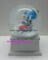 Polyresin Christmas snow ball with music base
