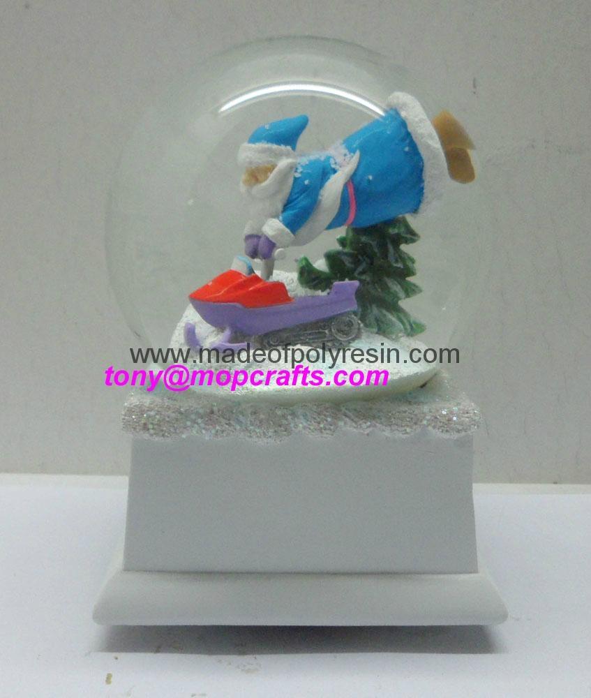 Polyresin Christmas snow ball with music base 5
