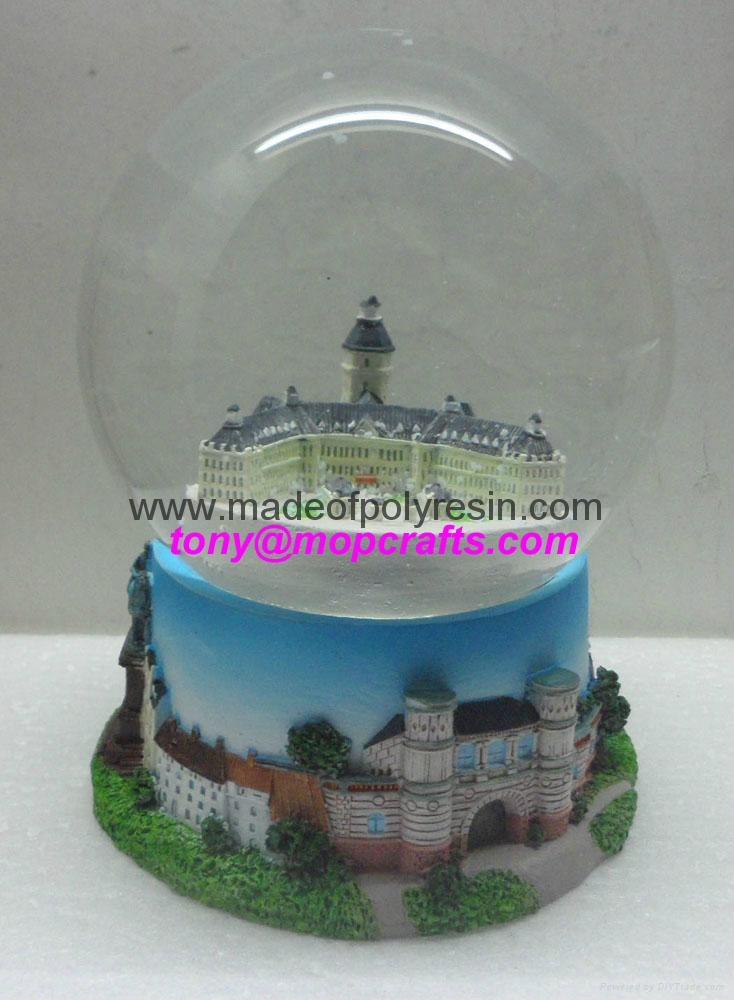 Resin souvenir snowglobe for Germany 4