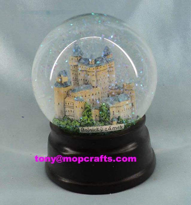 Castle snow globe with glitte 3