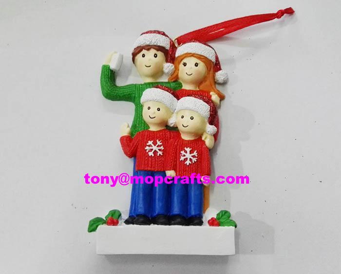 Polyresin family christmas ornament 1