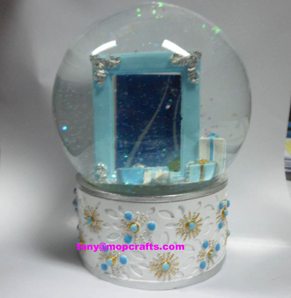 Resin snow globe with picture frame inside 1