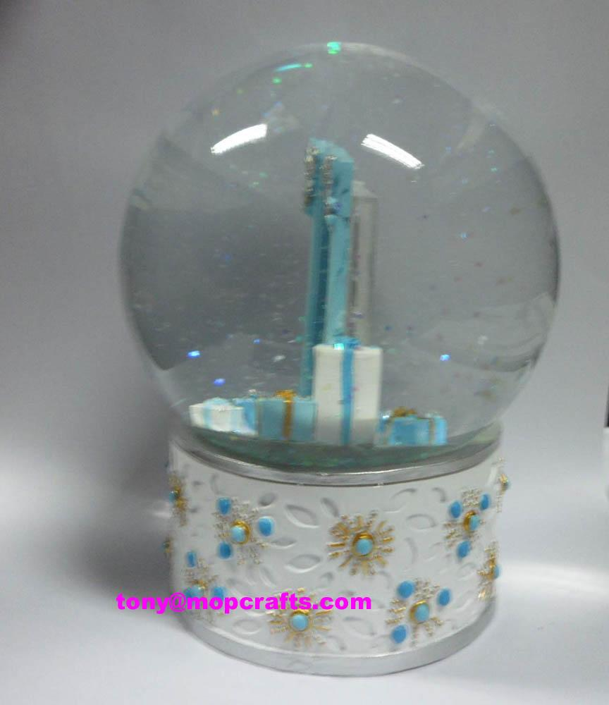 Polyresin water globe with picture inside 1