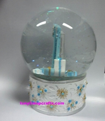 Polyresin water globe with picture inside