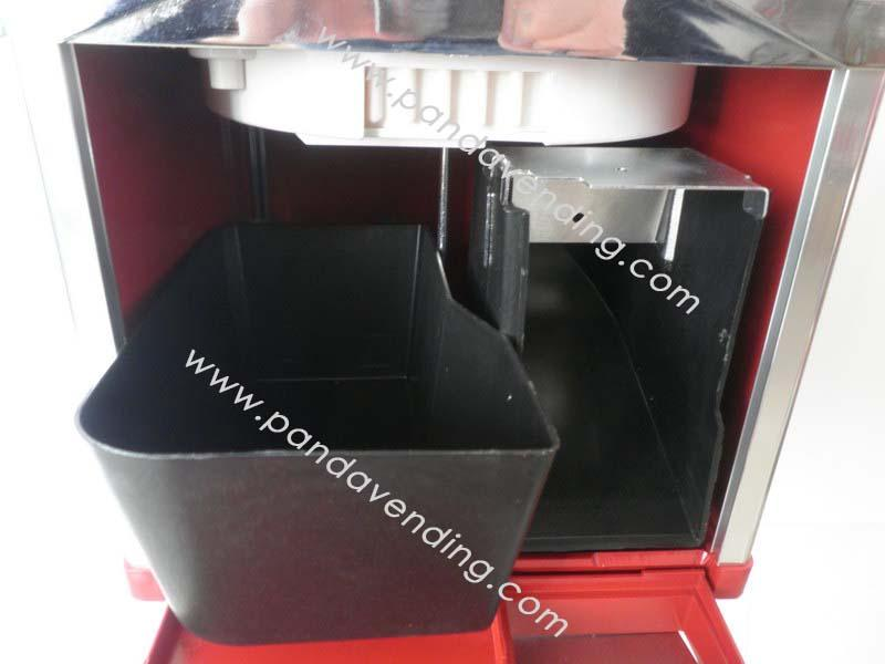 "TR820 - 20"" Versatile Bulk Vending Machine 6"