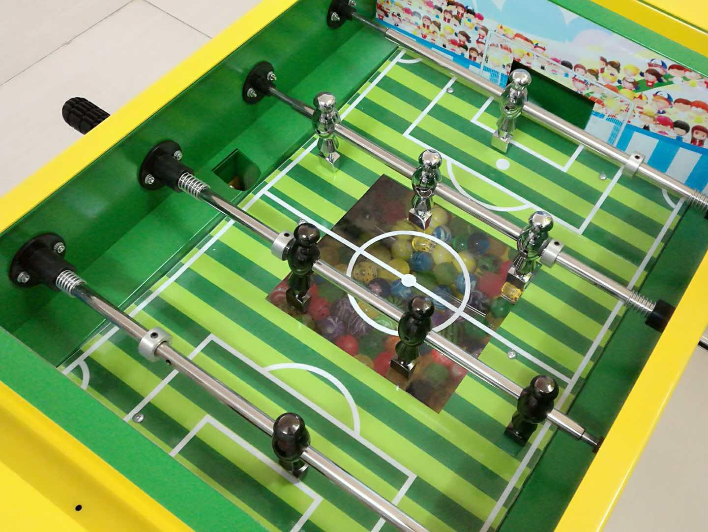 TR924 - Gumball Vending Soccer Table  3