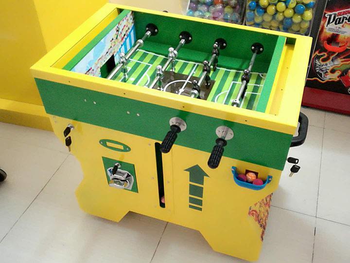 TR924 - Gumball Vending Soccer Table  4