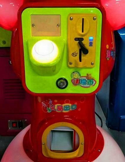 Electric Capsule Toy Vending Machine (TR601) 4