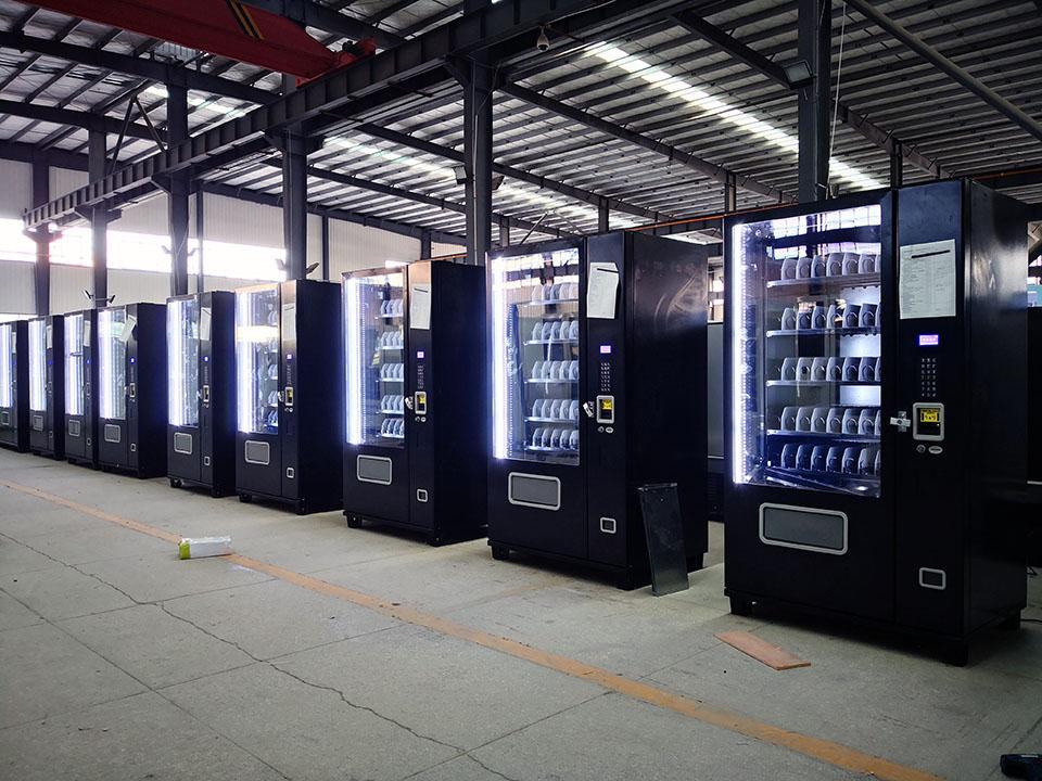Elevator Equipped Drink Machine (KM608) 6