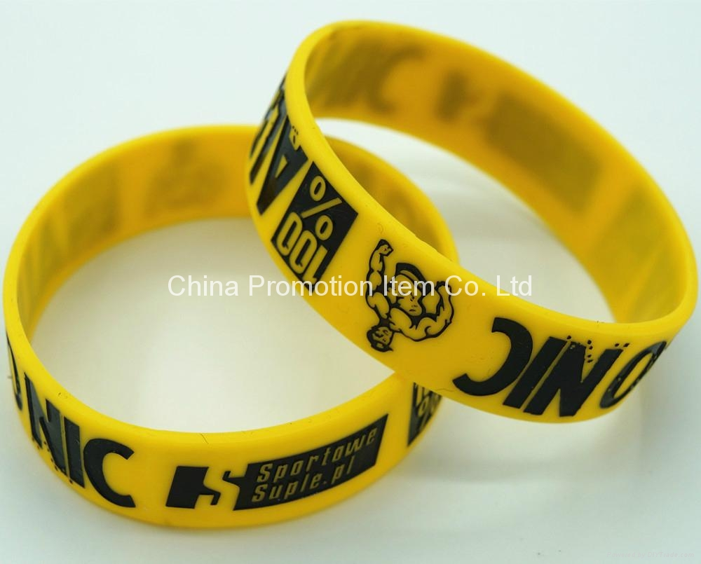Yellow silicon band with debossed logo 1