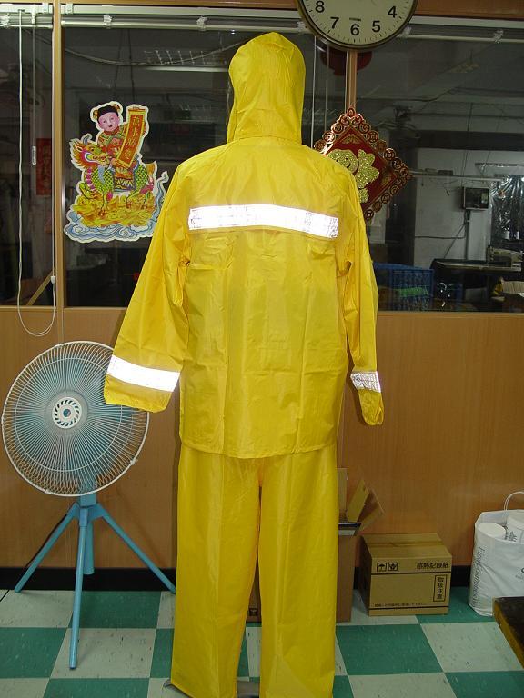 R04雨衣 2