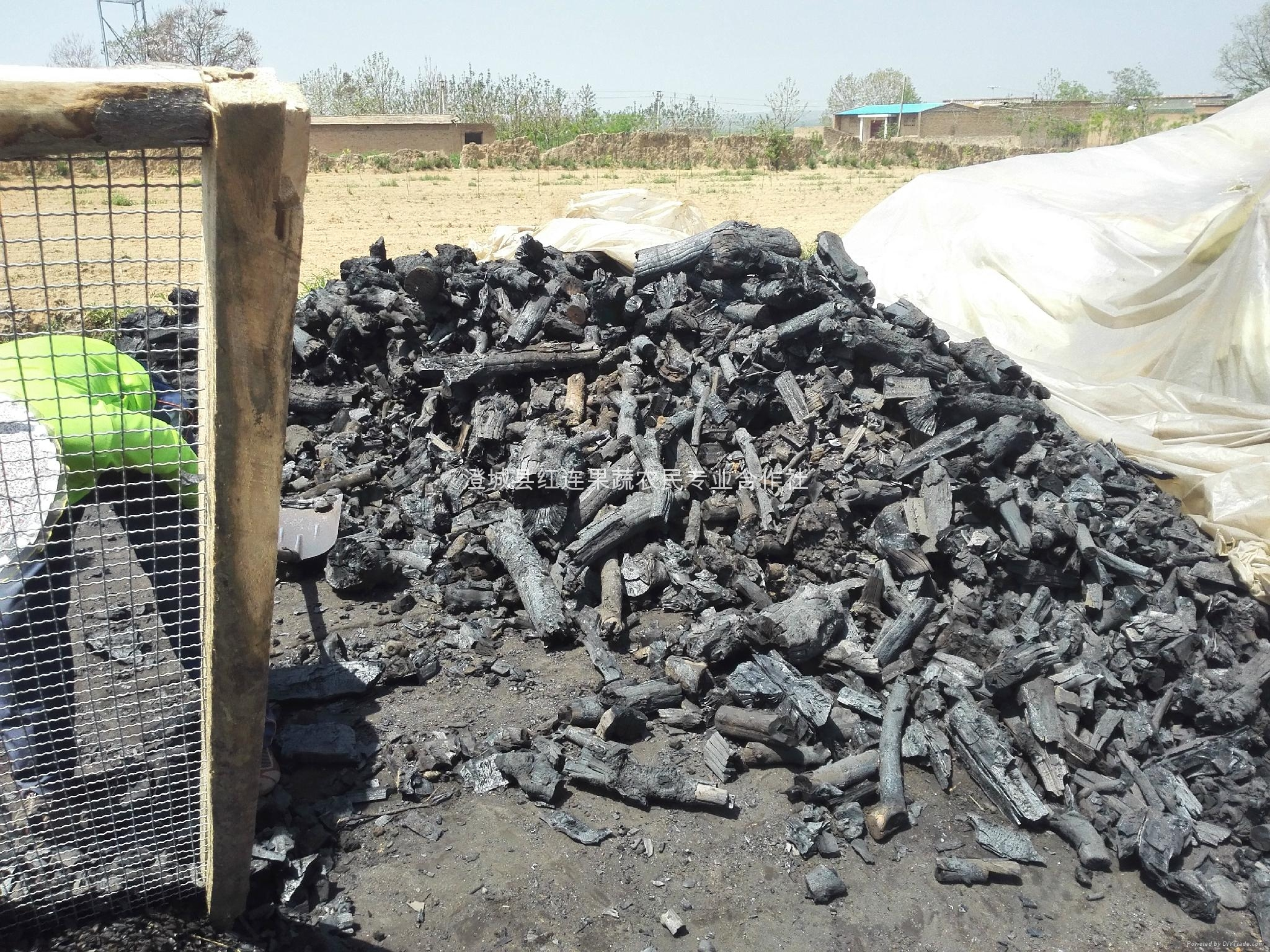 Shaan large supply of the Shaanxi apple wood charcoal 5