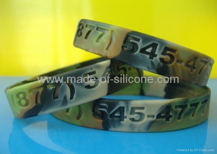 Camouflage Color Deboosed Silicone Wristband  2
