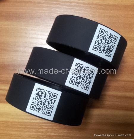 QR code silicone wristband  1