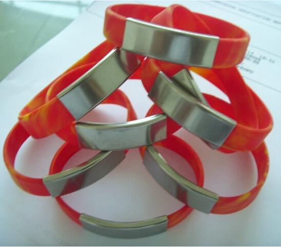 silicone wristbands with metal clips