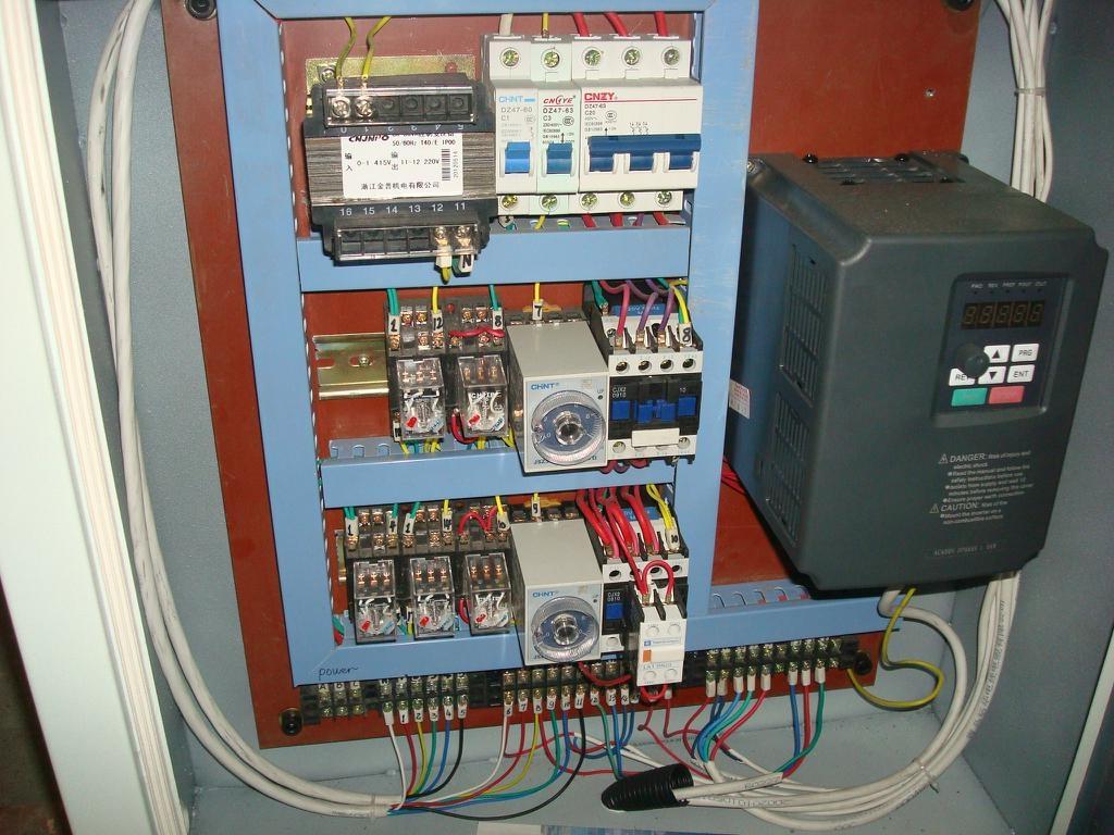 Automatic Gate Lock Slotter Machine with single head, SH220  2