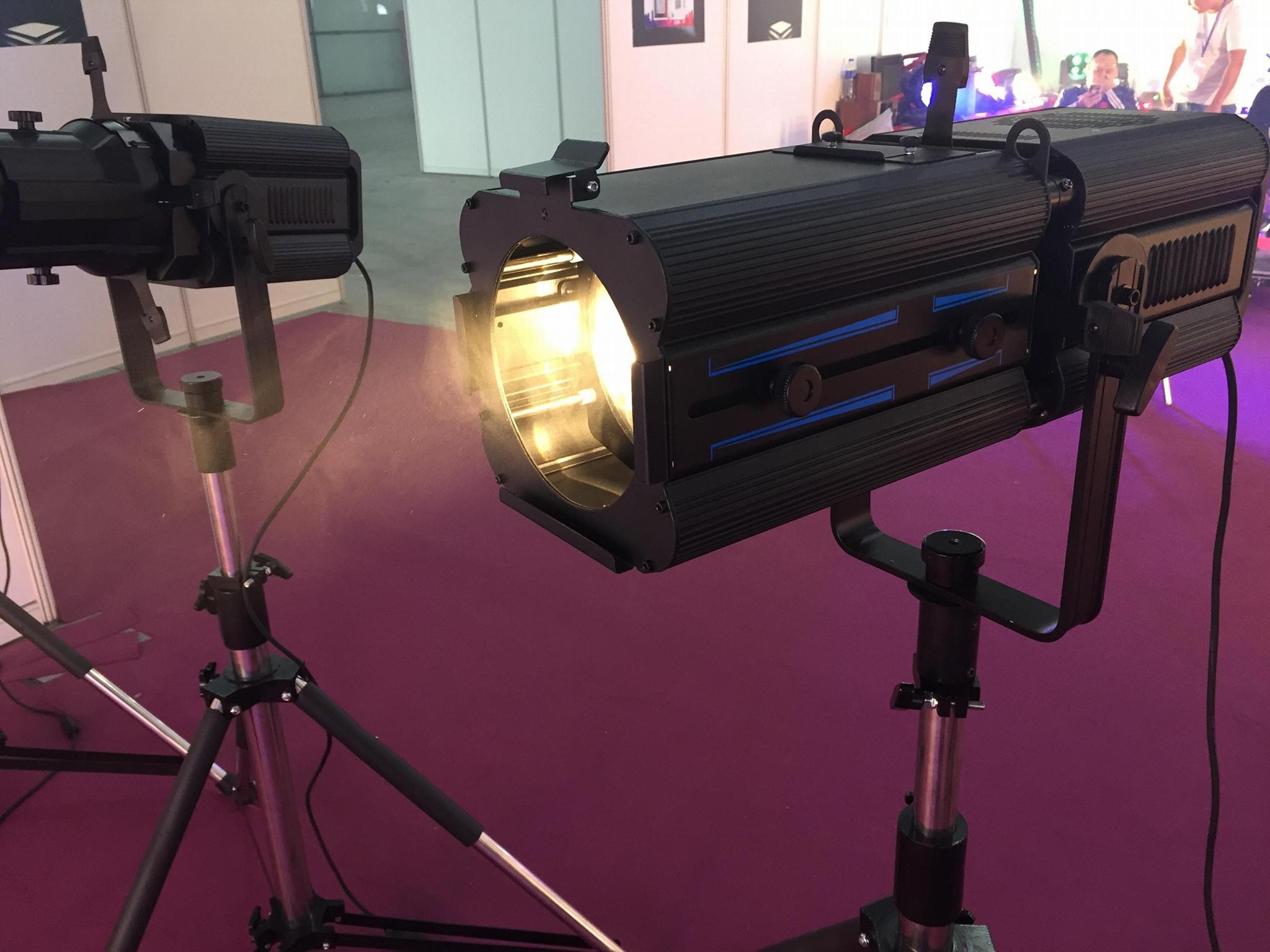 LED ZOOM PROFILE SPOT 200W 3