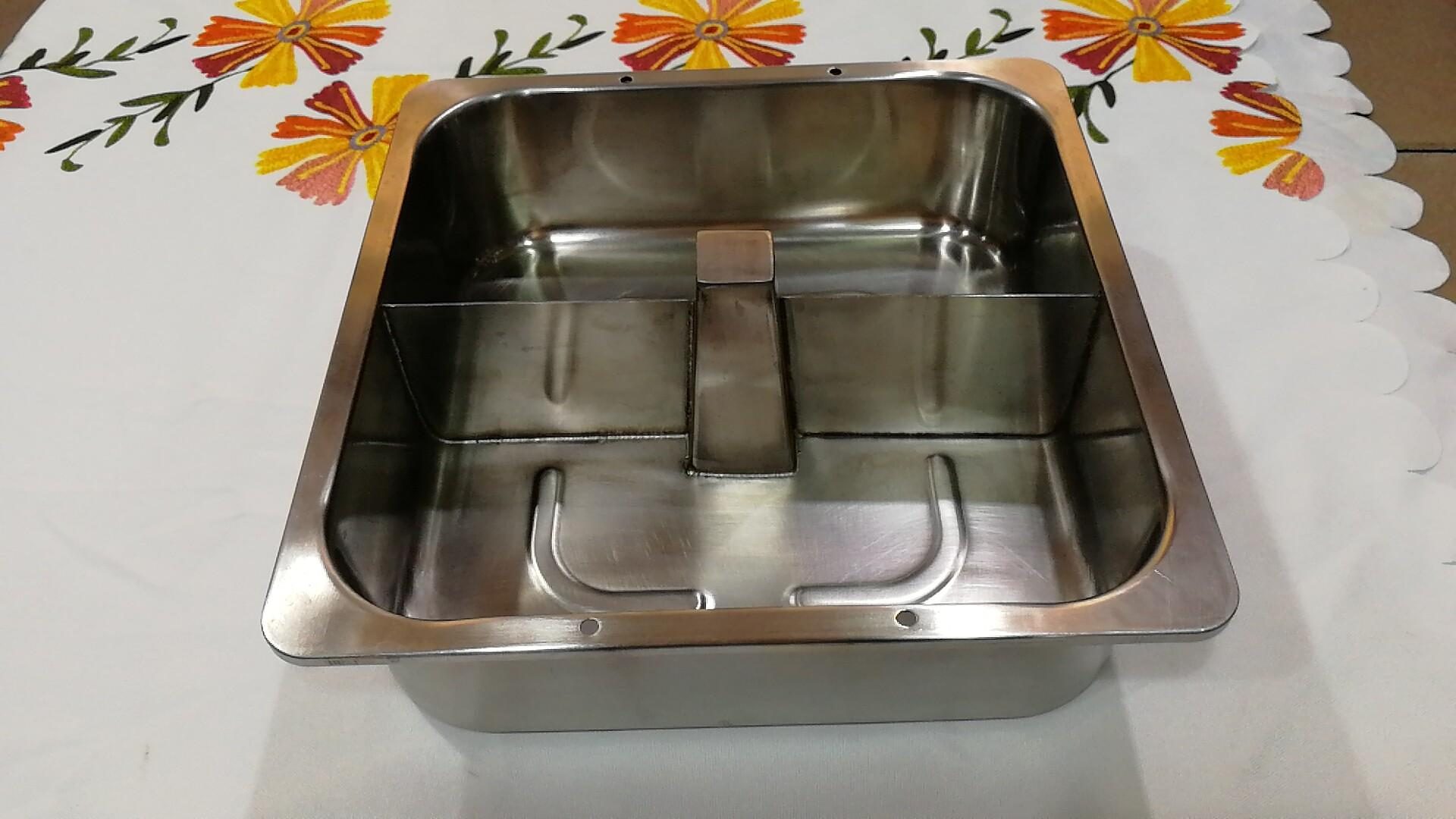 热销厨具30cm四方带柱带格火锅盆酒楼用具适用于燃气炉使用 1