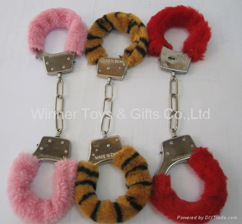 85G METAL HANDCUFF WITH COLOR FUR 2