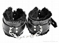 66071 FURRY LEATHER WRIST CUFFS, BLACK