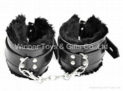 66071 FURRY LEATHER WRIST CUFFS, BLACK COLOR