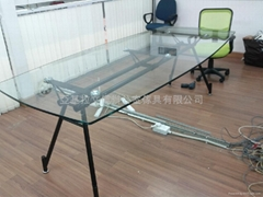 玻璃會議檯