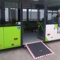 低地板客车残疾人轮椅上车斜坡板 电动升降导板