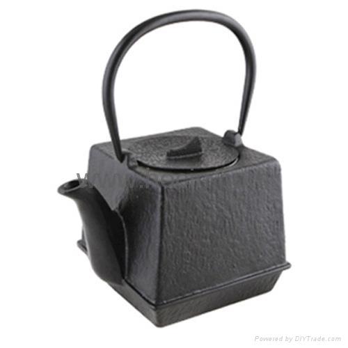0.7 liter square cast iron teapot in black 1