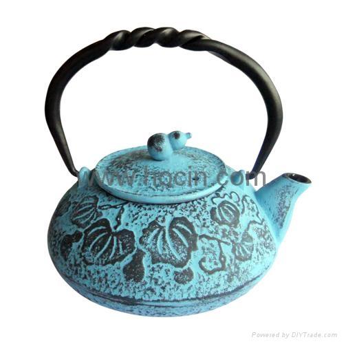 0.55 Liter cast iron teapot with calabash pattern design 1