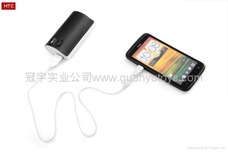 新颖A品电芯2400mah跑马灯移动电源 时尚手机充电宝 3