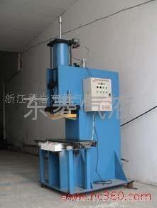 C型80T氣液增壓沖壓機 1