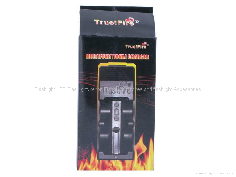 TrustFire TR-005 Multifunctional Li-ion Battery Charger for 26650/25500/26700/18 4