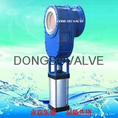 Pneumatic ceramic feed valve/double ram charging valve
