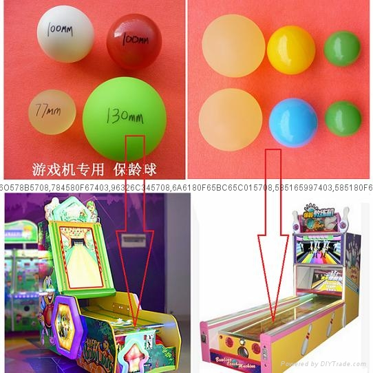Game machine bowling ball