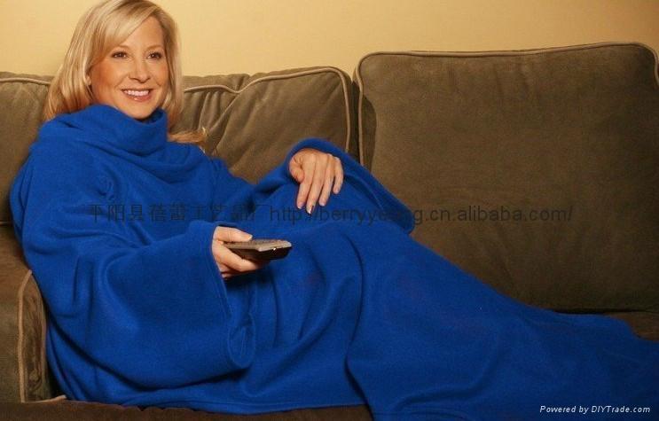 TV blanket with sleeves 5