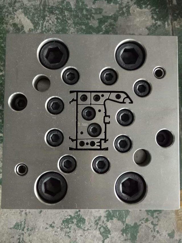 塑钢型材挤出模具 1