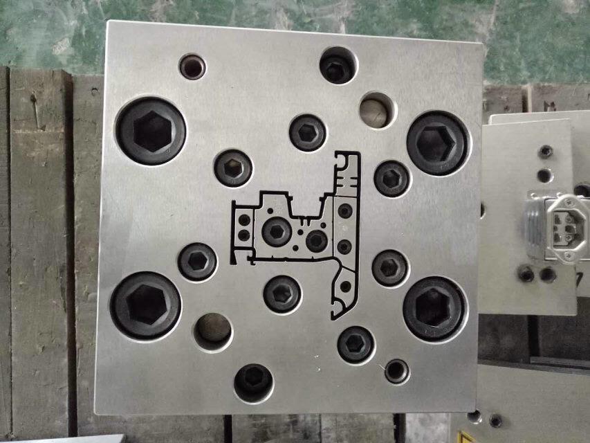 塑钢型材挤出模具 2