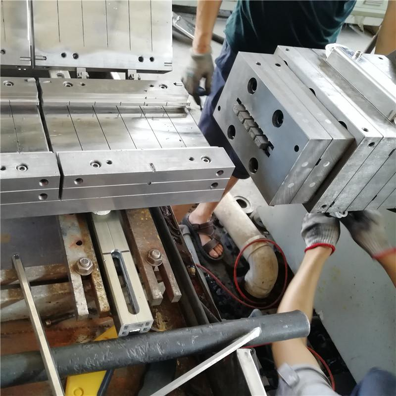 hot sale wpc coextrusion decking extrusion mould  3