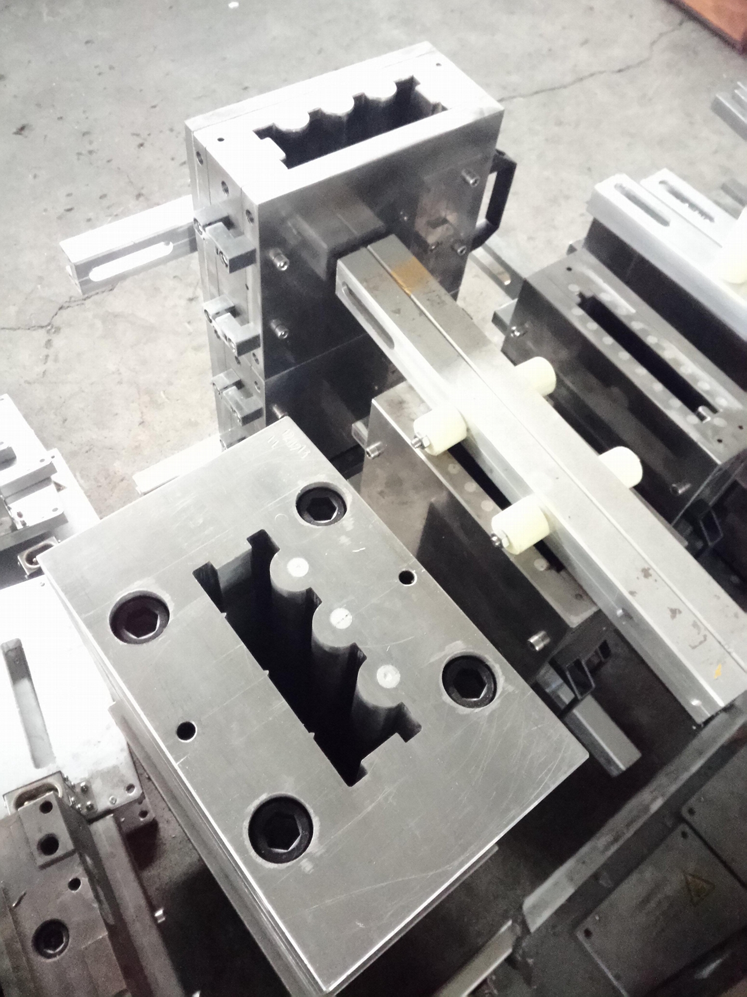 WPC profile extrusion mould on stock / second hand extrusion mould on sale  4