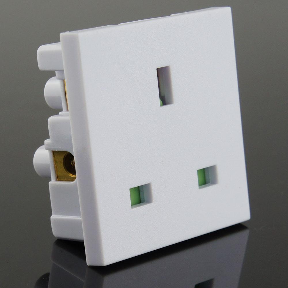 英规卡入式工业插座