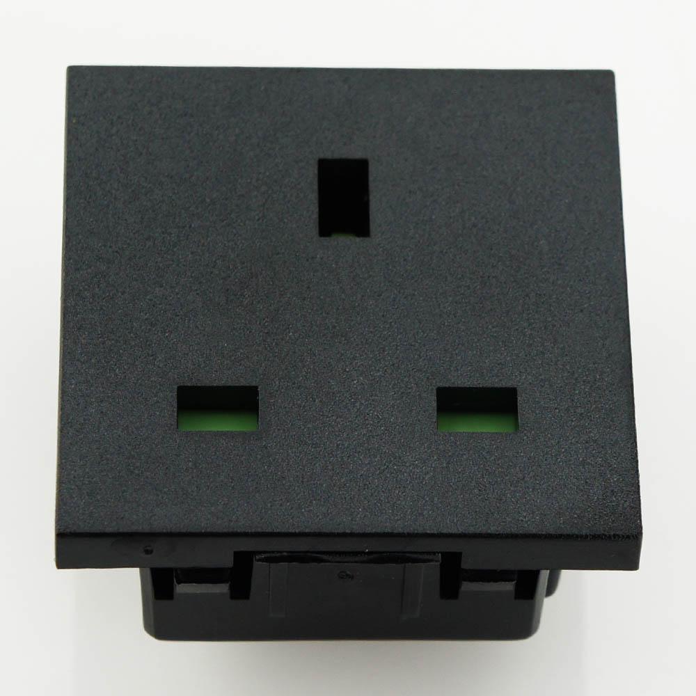 英规卡入式工业插座 2