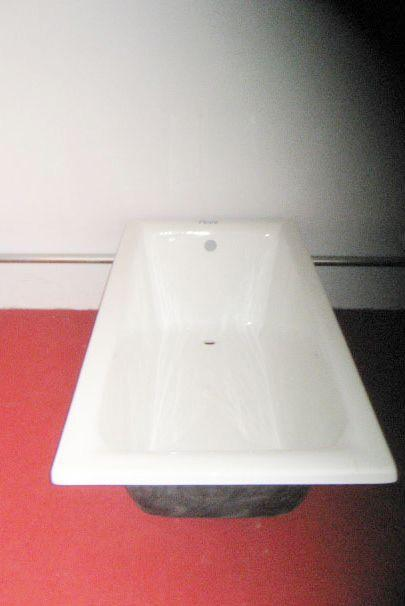 cast-iron bathtub 2