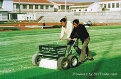 Sand spreader for artificial grass