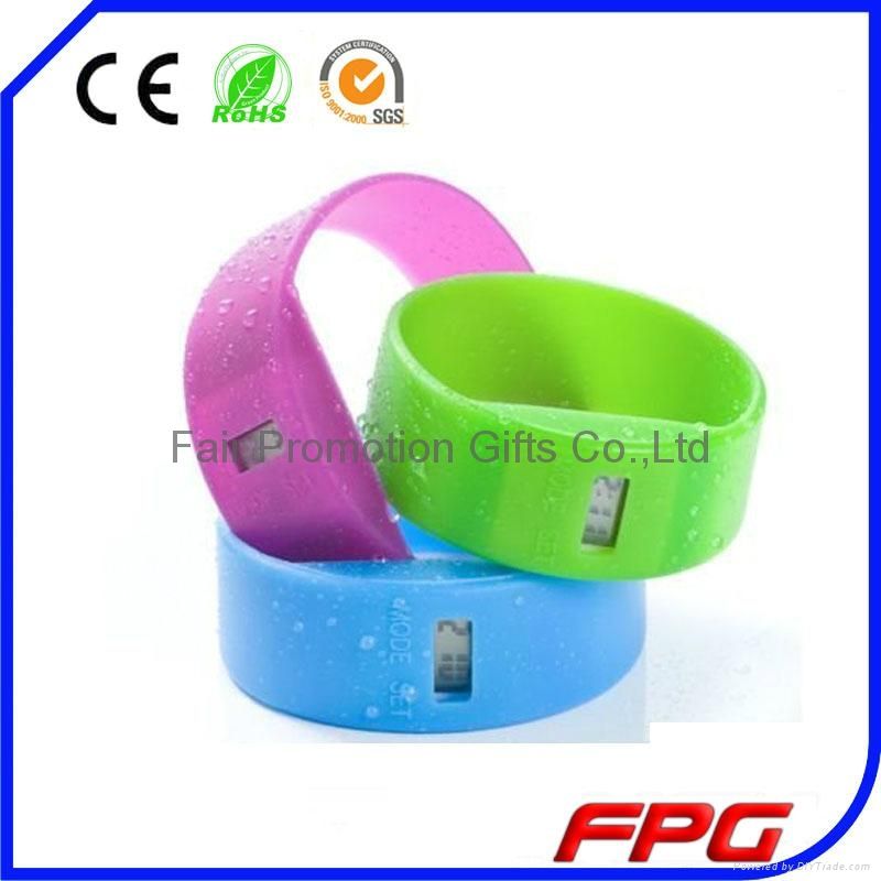 Wide Silicone Band Watch 1