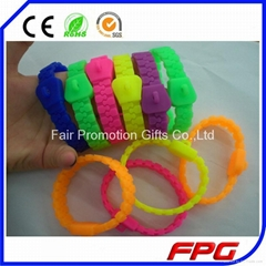 fashion silicone zipper bracelet with charms