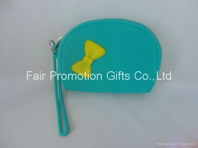 Fashion silicone zipper bag with butterfly 3