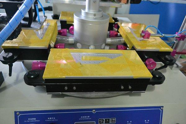 Straight Ruler Hight Speed Screen Printing Machine with Two Workstations 3