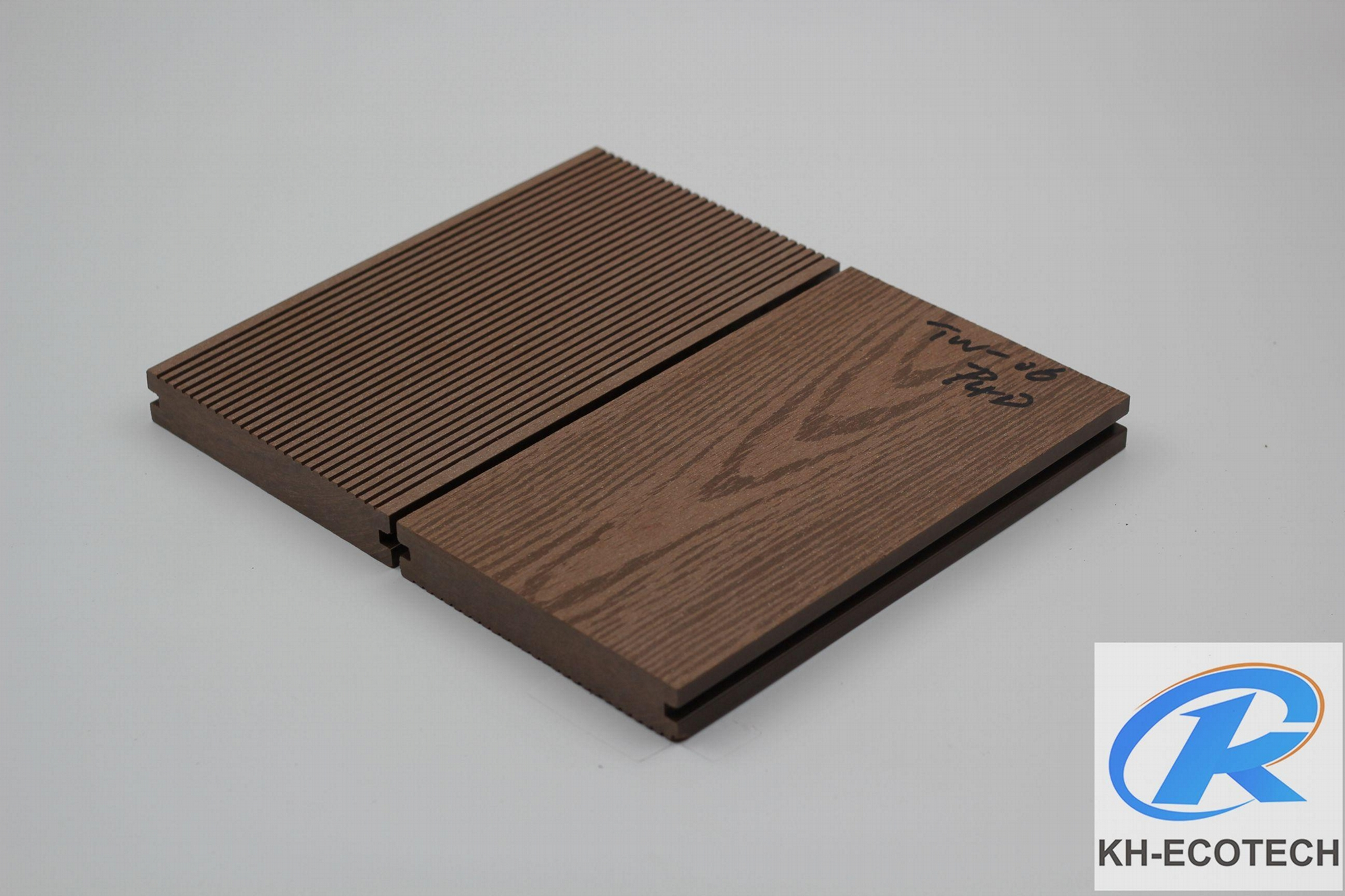 Waterproof and non-cracked wpc decking 2